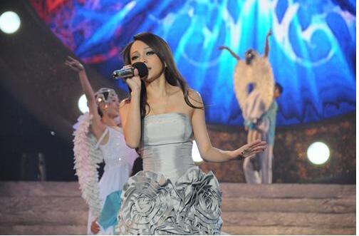 张韶涵歌曲《隐形的翅膀》
