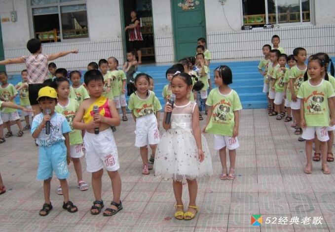 幼儿园儿歌《小青蛙》
