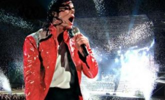 迈克尔·杰克逊歌曲《Beat It (避开)》歌词 试听有感