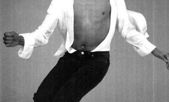 迈克尔·杰克逊歌曲《Thriller》歌词 试听有感