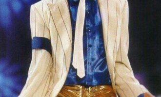 迈克尔·杰克逊/阿肯歌曲《Hold My Hand》歌词 试听有感