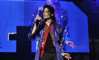 迈克尔·杰克逊歌曲《Stranger In Moscow》歌词 试听有感